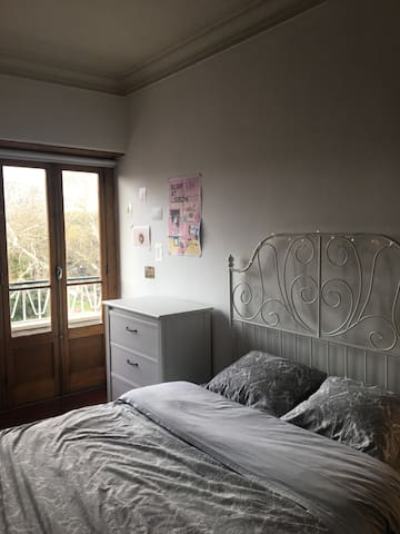 Lovely room with balcony in the heart of Lisbon