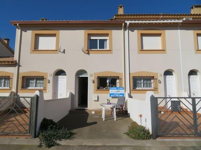 Haus in Estartit, nahe Strand und Zentrum.