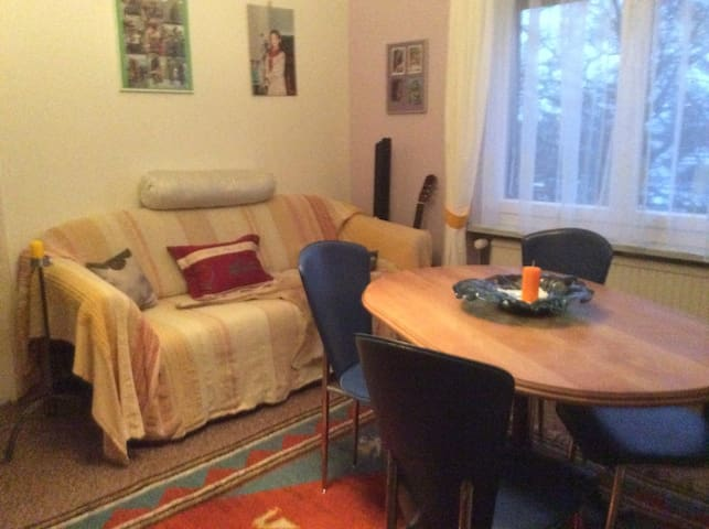 """Zimmer """"Sara"""" auf eigener Etage - Horn - Apartment"""