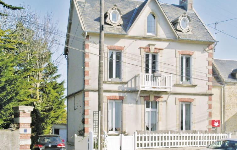 Holiday apartment with 1 bedroom on 40m² in Arromanches
