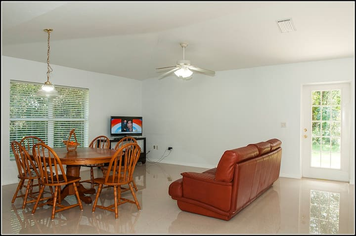 Entire House: 2/2- 1 Mile from Florida Hospital-