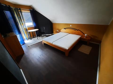 Dvojposteľová izba s malým balkónom