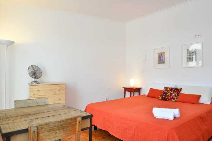 Double room with private bathroom nº1 (A/C)