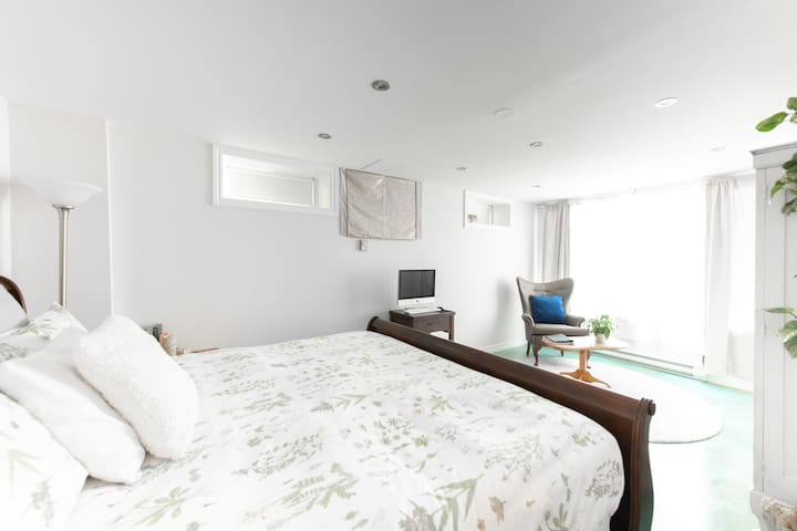 Modern Maritime Vibes -  Private Suite w/ parking