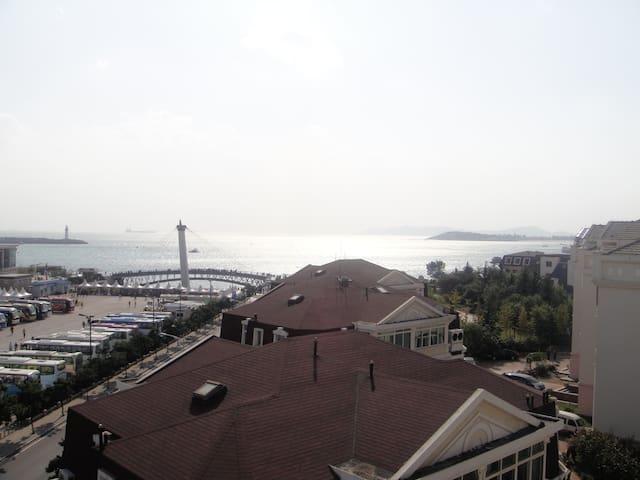 主卧露天阳台外青岛前海一线无敌海景景观