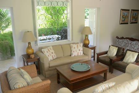 Bright & Airy 4-Bed Villa Chelbarina, Walk 2 Beach
