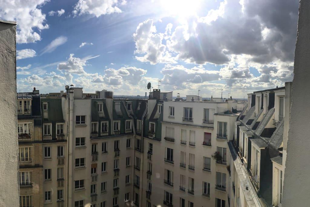 Vue sur cour - Les toits parisiens- Appart très lumineux- 2 fenêtres
