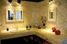 Salle d'eau rez avec douche et wc