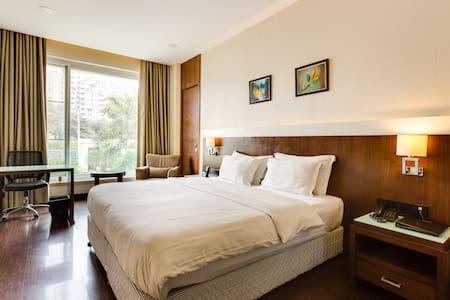 Eden Residency - Uno - คุร์เคาน์ - ที่พักพร้อมอาหารเช้า