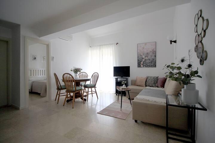 Stylish home with a balcony & garden❀Walk to beach