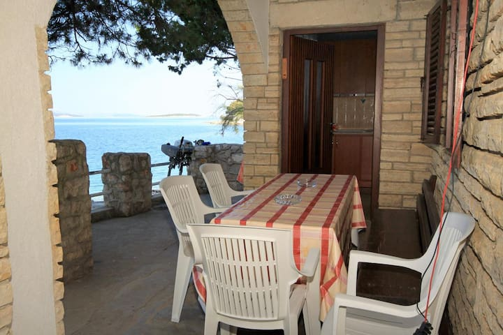 One bedroom apartment near beach Lavdara (Dugi otok) (A-434-b)