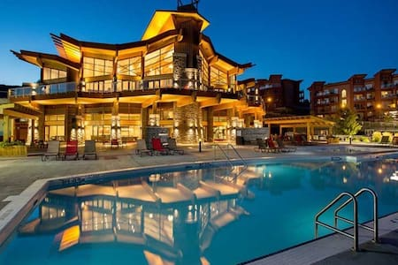 LUXURY FURNISHED ONE BEDROOM CONDO - West Kelowna