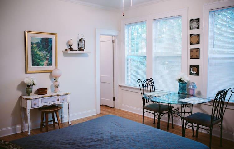 Cozy cottage midtown studio apt