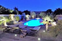 piscine de nuit éclairée