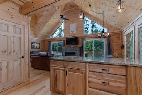 Beautiful Log Cabin with fantastic views!