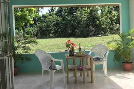 Garden Apartment - Walk to Private Beach & Golf - Runaway Bay - Bungalow