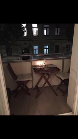 Schönes zentrales Zimmer mit Balkon - Vídeň - Byt
