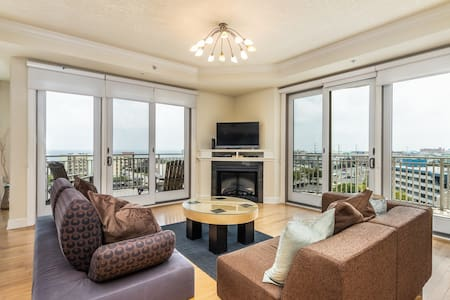 Luxurious condo w/ balconies, views, plus shared pools & fitness center