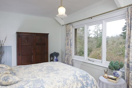 Lovely room in beautiful, secluded, period house. - Chagford