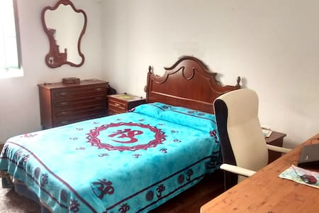 Roomy double bedroom in a cottage - Teror - Villa