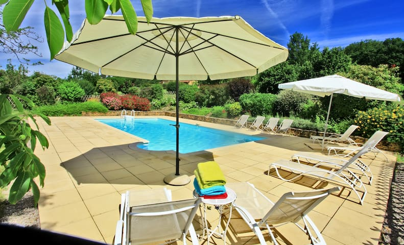Les Lauzes holiday rental Dordogne Sarlat for 8