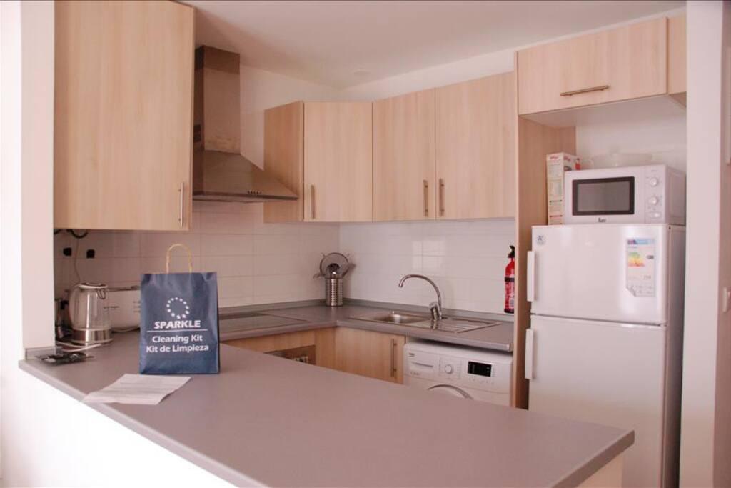 Kitchen with oven, hob, fridge-freezer and washing machine