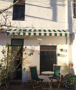 Habitación en ambiente artístico - El Masnou - Bed & Breakfast