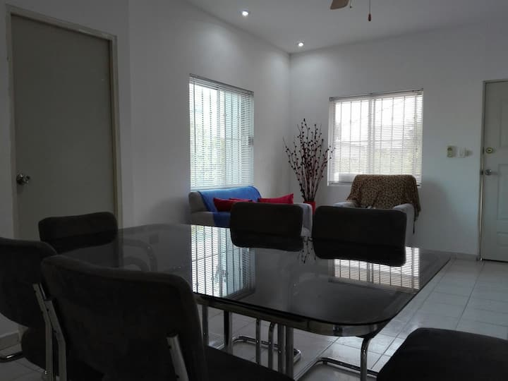 Apartamento completo segundo piso - Zona Tec