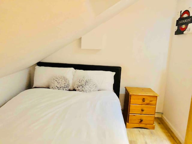Funky 2 bedroom Loft 30min from Central London