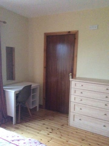 Beautiful large room with ensuite - Dundalk