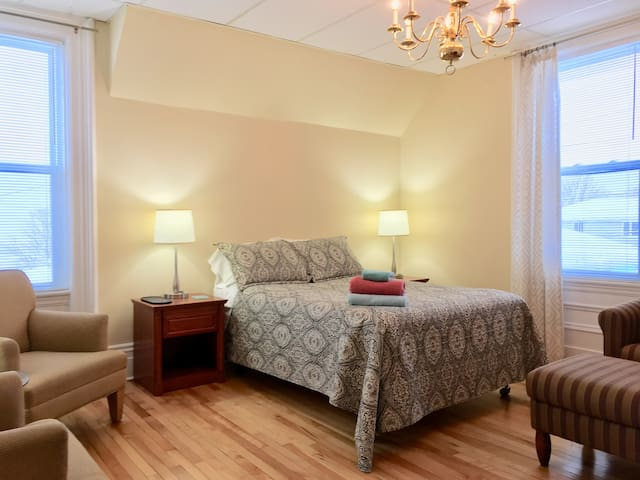 Alvin's Harbourview 2 bed apt. in old Saint John