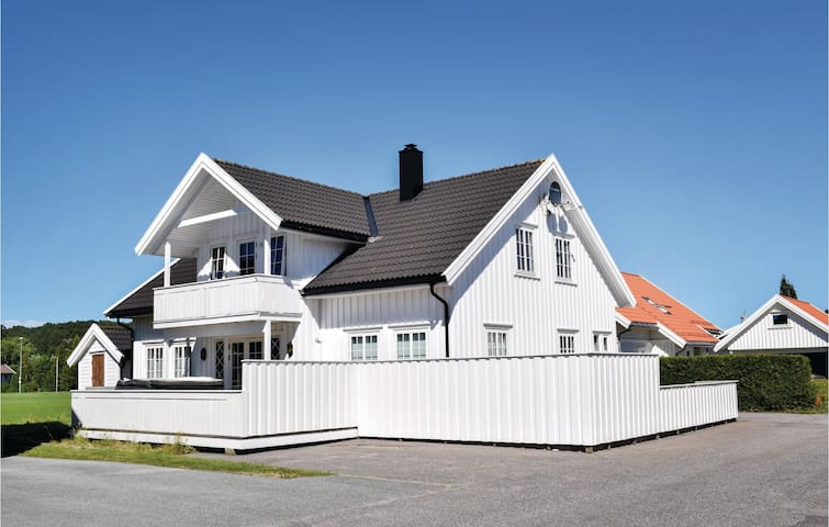 Holiday cottage with 4 bedrooms on 130m² in Søgne