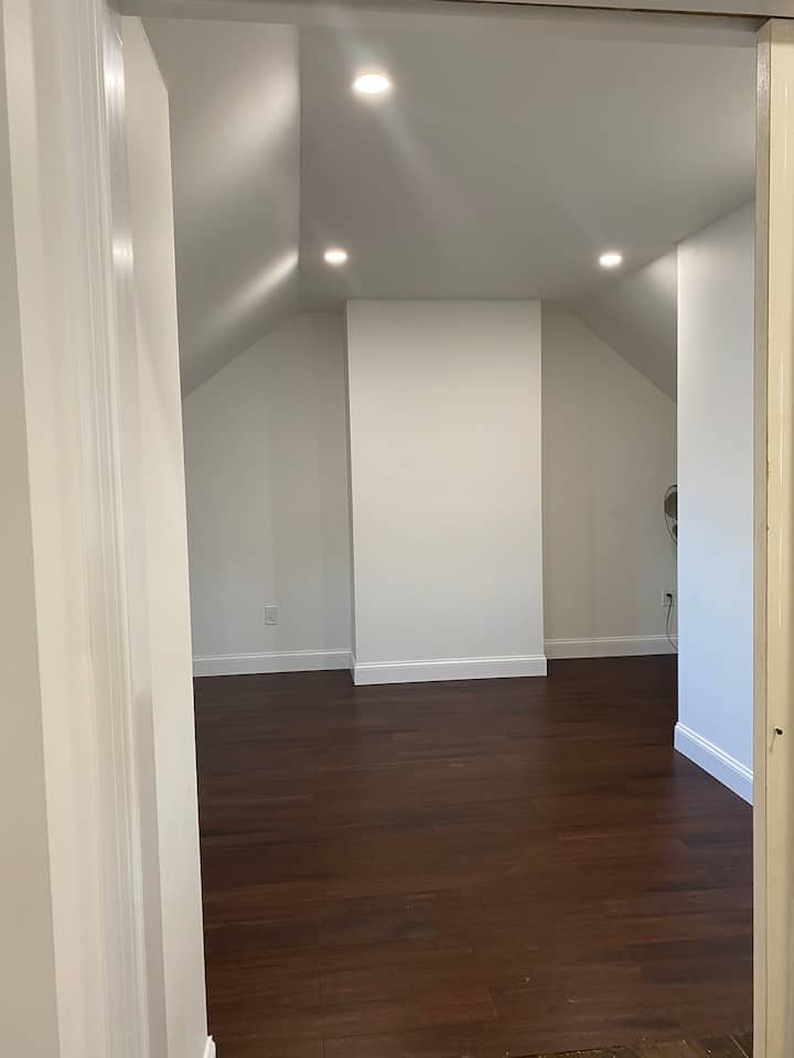 Large beautiful newly renovated room