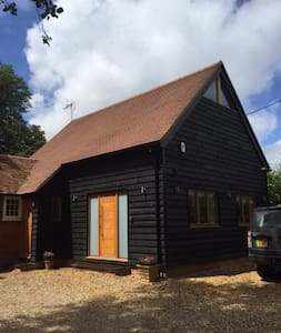 Newly refurbished modern barn conversion, up to 6 - Ruscombe  - Hus