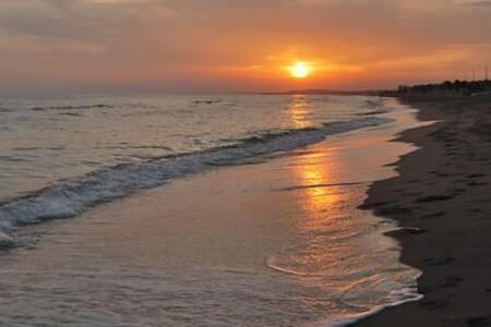 Habitación doble a 5min de la playa caminando! - Calafell - Apartment - 2