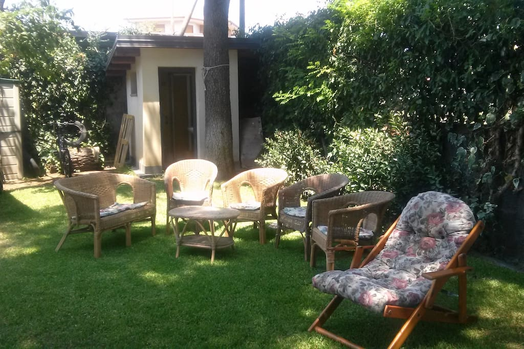 salotto in giardino   - seating outdoor - sièges à l'extérieur