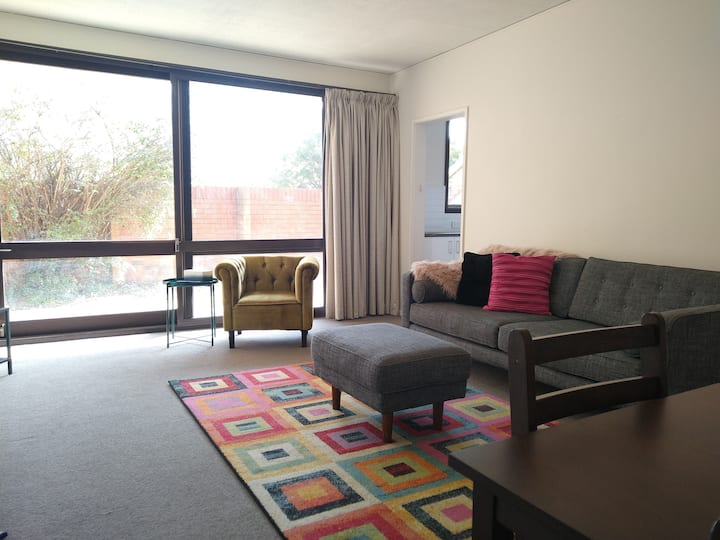 Great Location, Close to Canberra Hospital