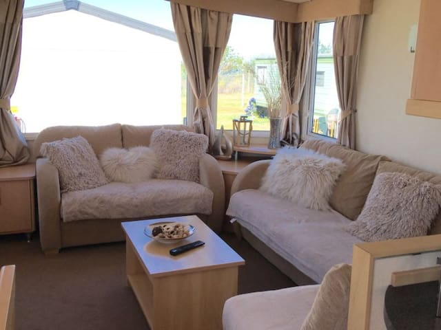 Fabulous 3 bedroom caravan sea views Kent sheppey