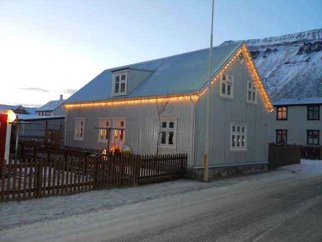 Séraðstaða í Fjarðarstræti 39 - Ísafjörður - House