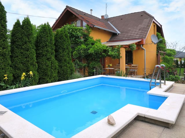 Holiday home with lovely pool and outdoor area
