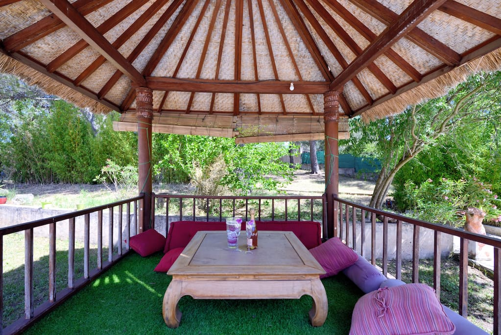 """Villa Cicada - The """"Gazebo"""" in front of the swimming pool"""