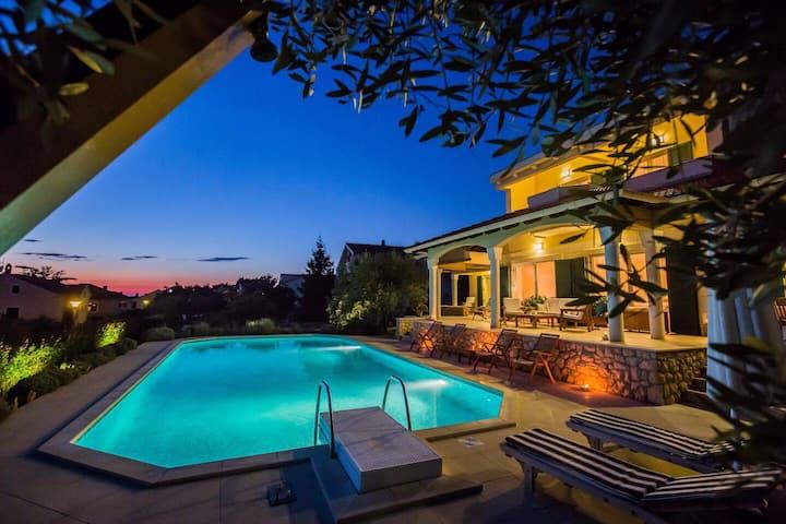 Exclusive 6 bedrooms sea-views villa with pool