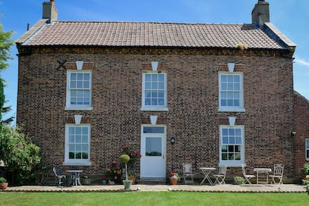 Low Osgoodby Grange Bed and Breakfast