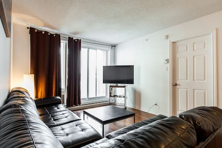 Double Room w/ Parking, Kitchen, Private Washroom - Montréal