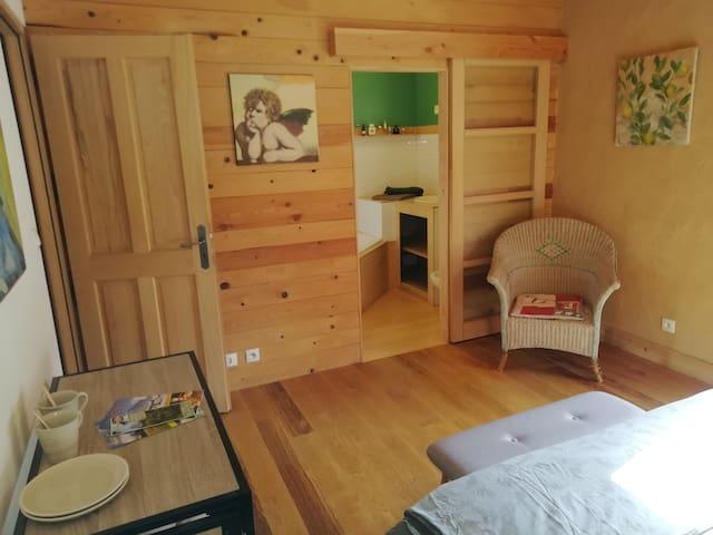 Ambiance chaleureuse dans une maison écologique