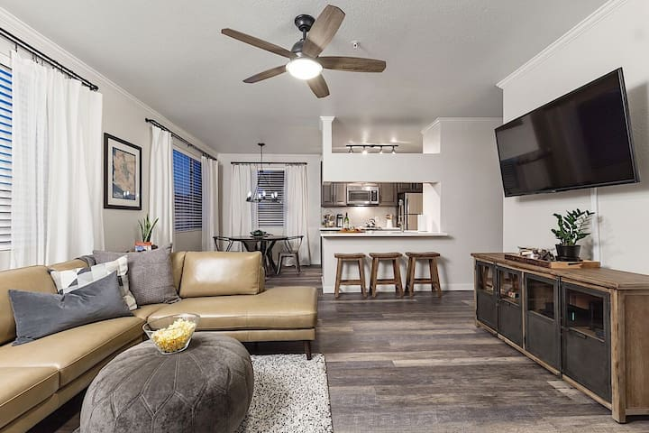*SANITIZED*  Agave Grove Updated Condo/ 2 BR/ Pool/ Phoenix