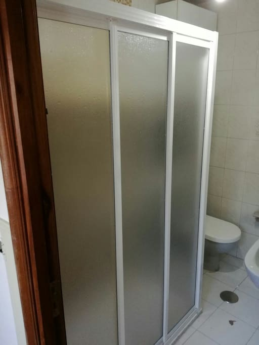 Baño principal con plato de ducha