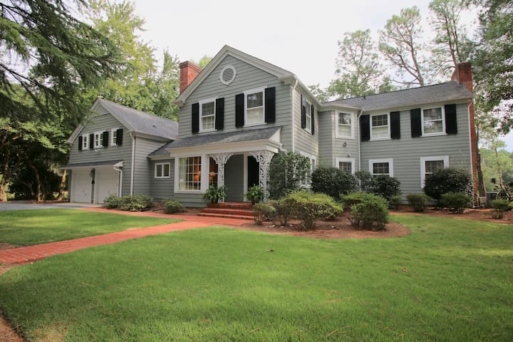 The Trolley House on Pinehurst #2! Beautiful 6 Bedroom/4.5 Bath home!