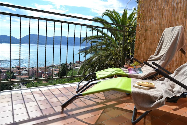 Houset with view on Lerici for 4 guest - Lerici - Lejlighed
