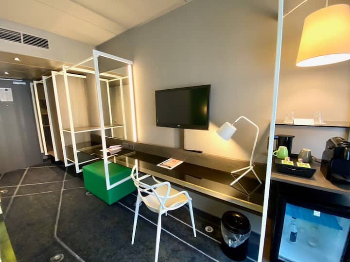 Green forest comfort in this suite in Utrecht